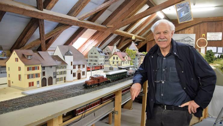 Am Wochenende zeigt der Brugger Modelleisenbahn-Club BMC seine grossen Spur-0-Anlagen.Bereits stehen die ersten Modellhäuser nach Vorbild der Altstadt von Brugg. Robert Michel ist Gründungsmitglied des Brugger Modelleisenbahn-Clubs BMC.