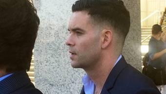 """Mark Salling am Freitag vor dem Gerichtsgebäude, nachdem er gegen eine Kaution von 150'000 Dollar auf freien Fuss gesetzt wurde. Der """"Glee""""-Star bestreitet Vorwürfe wegen Besitzes von Kinderpornografie."""