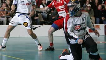 Unihockey-Action mit Goalie Martin Hitz.