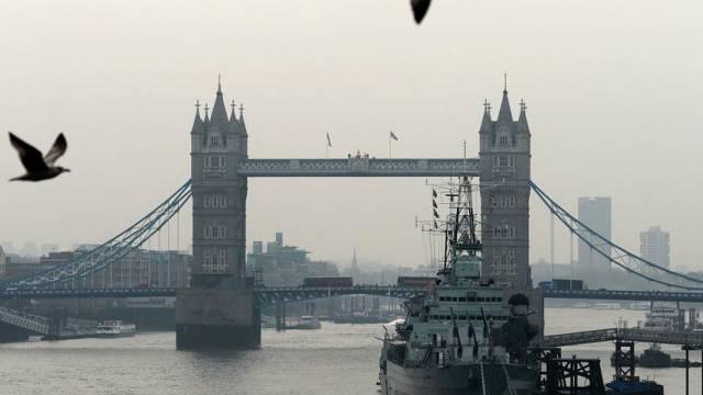 Themse mit Tower Bridge in London