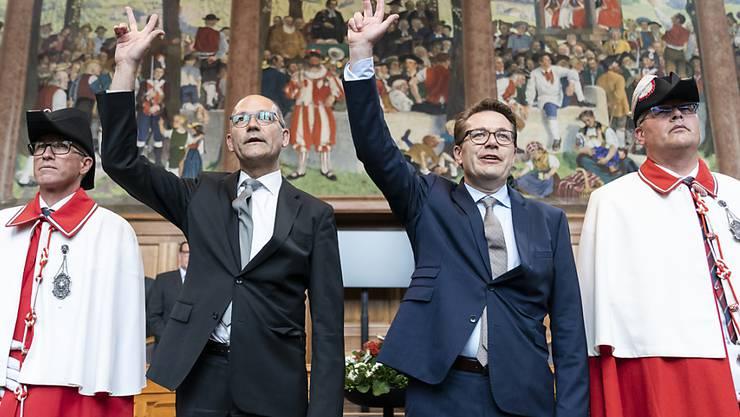 Die neugewählten CVP-Ständeräte Benedikt Würth aus St. Gallen (Mitte rechts) und Daniel Fässler aus Appenzell (Mitte links) leisten den Amtseid.