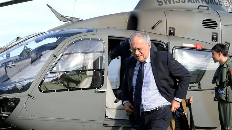 Er lässt sich weiterhin viel und gerne irgendwo hin fliegen: Bundesrat Johann Schneider-Ammann sammelt im Vergleich zu seinen Regierungskollegen am meisten Flugstunden. (Archiv)