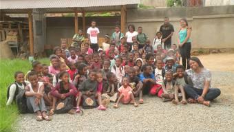 Zu Beginn des Schuljahrs erhielten die Kinder Rucksäcke mit Schulmaterial.