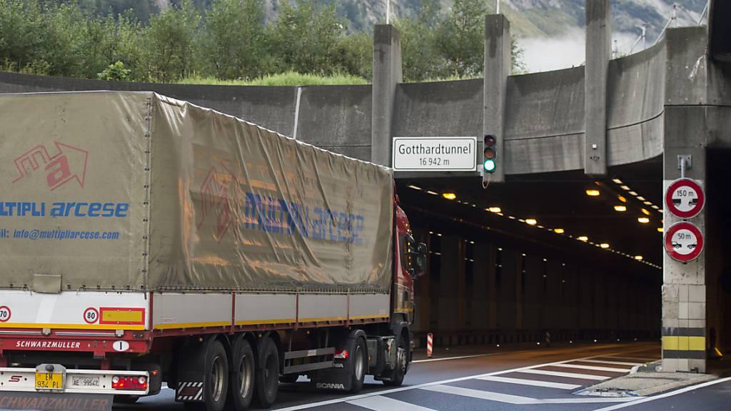 Erneut sind 2019 weniger Lastwagen durch die Schweiz gefahren