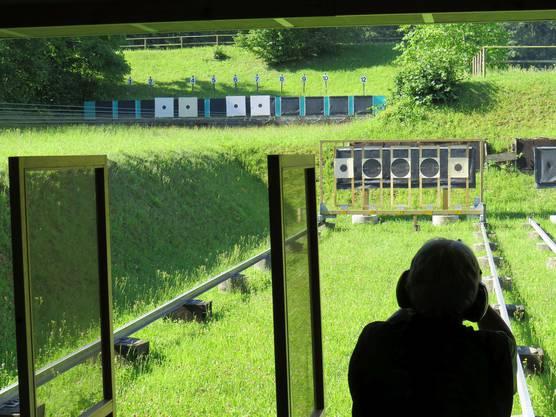 Pistolenanlagen auf zwei Ebenen.