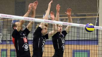 Kann Jordan Richards (Nr. 10) seine Teamkollegen Jan Schnider (links) und Christoph Hänggi auch am Sonntag unterstützen?.