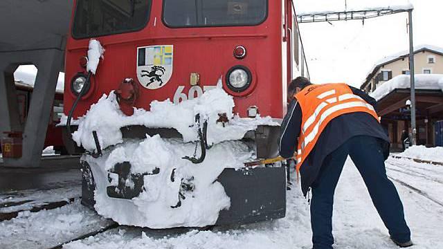 SBB-Arbeiter in der Kälte von Samedan