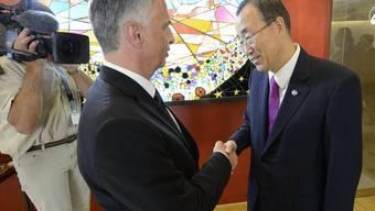 Didier Burkhalter und UNO-Generalsekretär Ban Ki Moon im vergangenen Juni in Genf (Archiv)