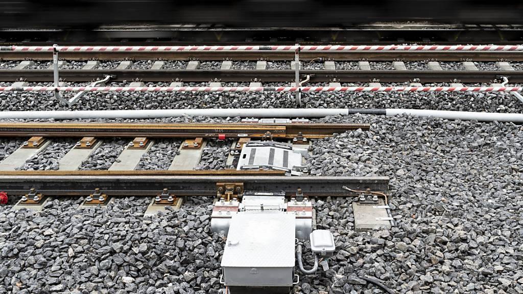 Wegen eines Schadens an den Gleisen zwischen Sissach und Tecknau war der Bahnverkehr von und nach Basel am Dienstagvormittag beeinträchtigt. (Themenbild)