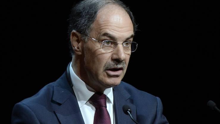 Ethos-Präsident Dominique Biedermann fordert eine weitere Verkleinerung der Investmentbanken von UBS und Credit Suisse. (Archiv)