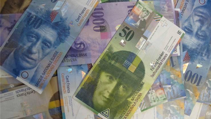 War es Betrug oder nicht? Zwischen April 2002 und Februar 2005 überreichte eine Frau dem Angeklagten rund 67000 Franken.