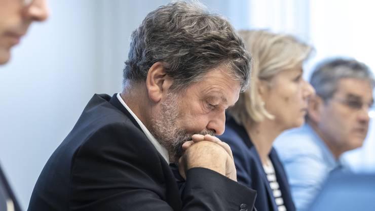 Begeisterung sieht anders aus. Finanzdirektor Roland Heim bei der Präsentation der neuen Steuervorlage.