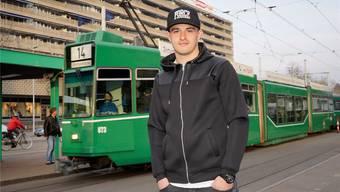 Ende Februar feierte FCB-Stürmer Albian Ajeti seinen 18. Geburtstag. Das Tram vor dem St. Jakob-Park will er bald gegen ein Auto eintauschen.
