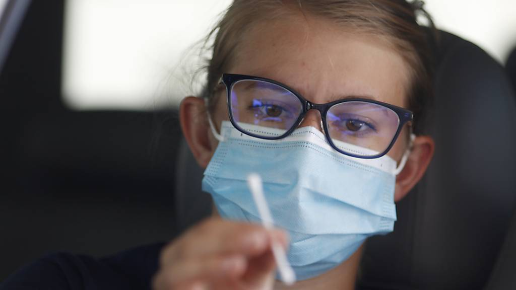 In der Schweiz sind auch am Freitag neue Fälle von Ansteckungen mit dem Coronavirus bekannt geworden. (Symbolbild)