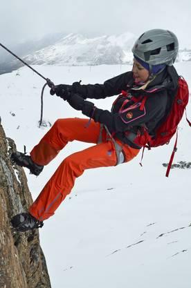 Auch Abseilen will gelernt und trainiert werden, dafür gehts ein- bis zweimal die Woche in die Kletterhalle.