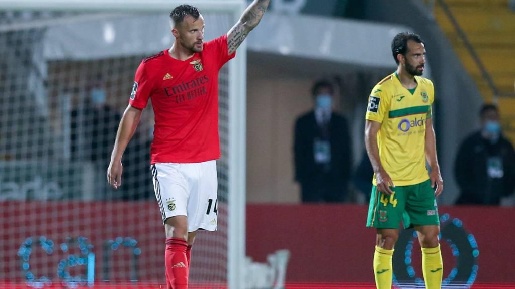 Haris Seferovic bedankt sich beim Zuspieler.