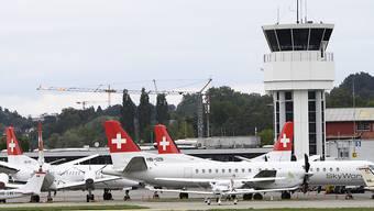 Die gegroundeten Flugzeuge von SkyWork Airlines am 30. August 2018 auf dem Flughafen Bern. (Archivbild)