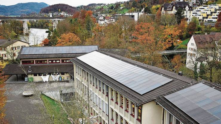 Verschiedene Massnahmen in den Bereichen Energieeffizienz und Klimaschutz sind umgesetzt worden in den letzten Jahren. Ein Beispiel ist die Fotovoltaikanlage auf dem Schulhaus Freudenstein.
