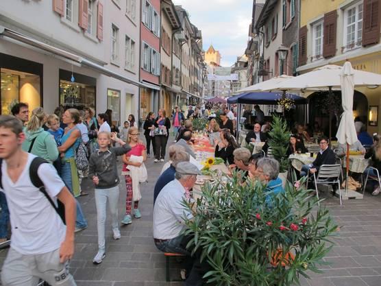 Der längste Tisch in der Altstadt von Rheinfelden.