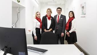 Sie freuen sich über den neuen Shop von Engel & Völkers mitten im Zentrum der Altstadt (v. l.): Helen Schmidli, Dagmar Di Bartolo, Edward Derksen und Luanah Steinmann.