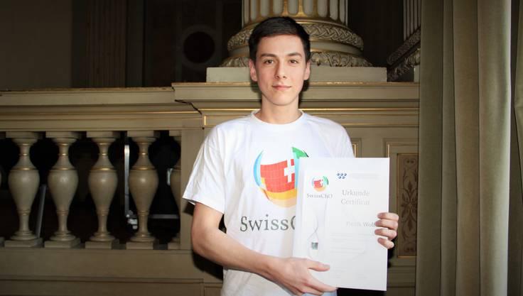 Präsentiert stolz seine Honorable Mention: Patrik Wolf aus Würenlos, Schüler an der Kantonsschule Baden.