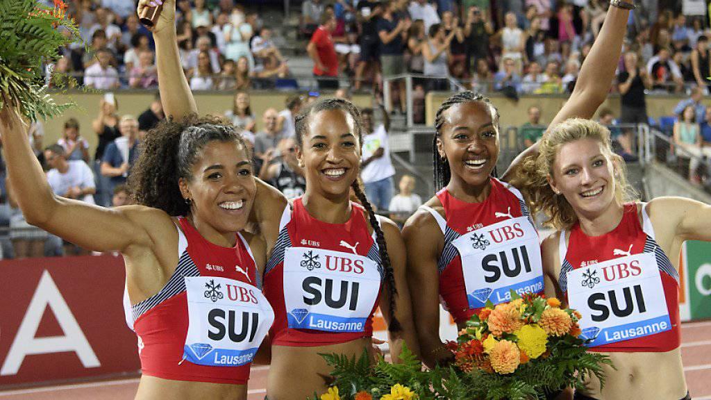 Jubel über den Schweizer Rekord: Mujinga Kambundji, Salomé Kora, Sarah Atcho and Ajla Del Ponte (von links nach rechts)