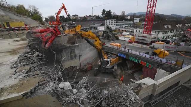 Abriss des Hagnau-Tunnels zwischen der A 2 und der A 18.