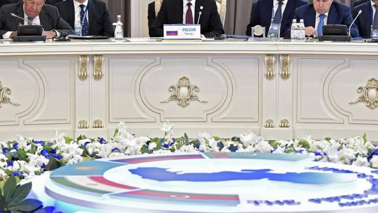 Die Staatschefs von Russland, dem Iran sowie der Ex-Sowjetrepubliken Aserbaidschan, Kasachstan und Turkmenistan unterzeichneten den Vertrag im kasachischen Küstenort Aktau.
