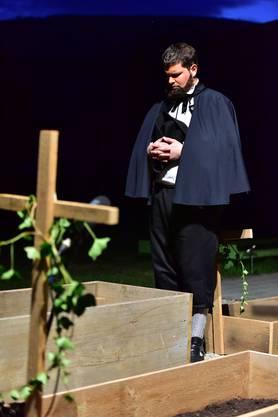 Adam Zeltner (Beat Häni) am Grab seiner ersten Ehefrau.