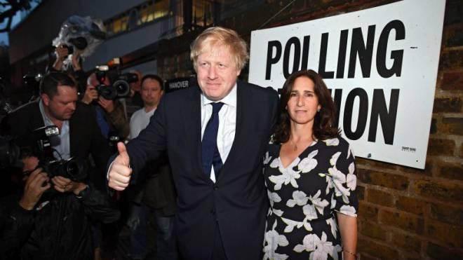 Siegreicher Brexiteer: Boris Johnson mit seiner Frau Marina Wheeler vor einem Abstimmungslokal in London am historischen 23. Juni. Foto: Keystone