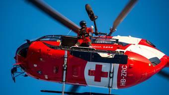 Die durch eine Lawine bei Charmey FR verletzten Wanderer wurden per Helikopter in zwei Spitäler geflogen. (Symbolbild)