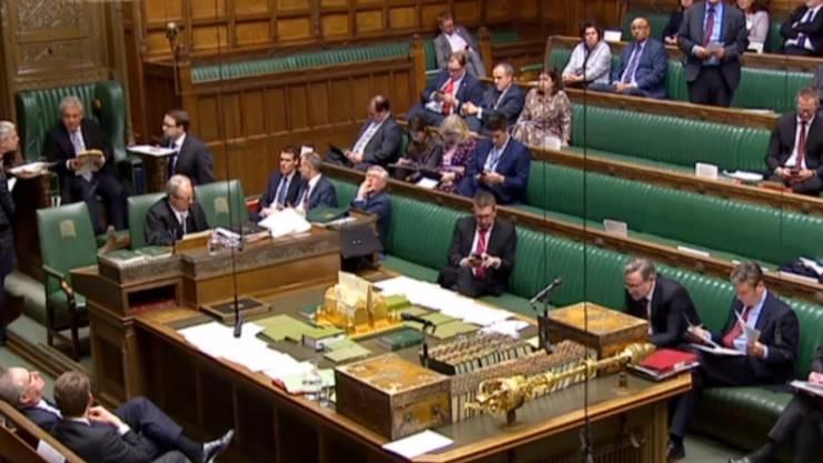 Das britische Parlament hat mit der Abstimmung über Alternativen zum EU-Austrittsabkommen begonnen.