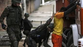 """Welle von """"Express-Entführungen"""" auf dem Uni-Campus: Die Hochschulleitung der nahe zwei berüchtigten Favelas gelegenen Universität UFRJ in Rio de Janeiro verlangt zusätzliche Sicherheitskräfte des Staates (Themenbild)."""