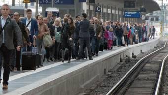 Wegen eines Unwetters: Am deutschen Bahnhof in Offenburg stranden am Sonntagabend Hunderte Passagiere. (Symbolbild)