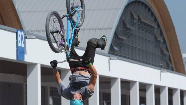 """Velo-Akrobatik-Show an der """"Eurobike"""" in Friedrichshafen"""