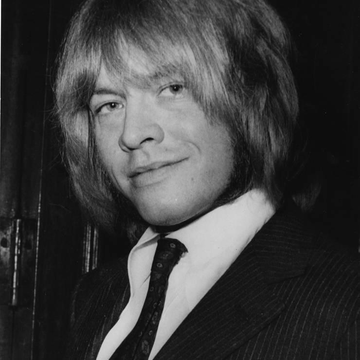 Brian Jones: Gestorben am 3. Juli 1969. Das Gründungsmitglied der Rolling Stones ist in einem Pool ertrunken. Die genauen Umstände seines Todes bleiben aber bis heute mysteriös.
