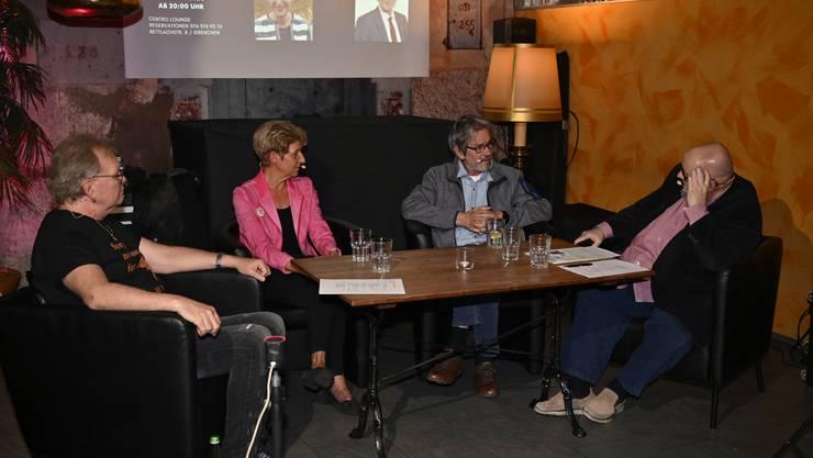 Kurt Gilomen (links) und Dagobert Cahannes (rechts) empfingen im Centro Sonja Leuenberger und Roberto Zanetti