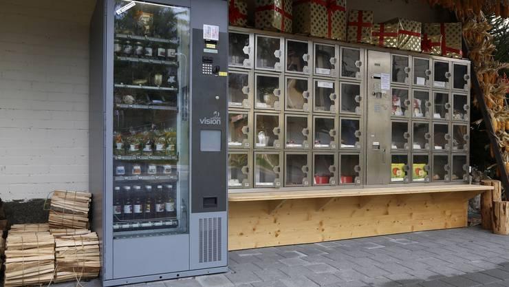 Mit dem Lebensmittelautomaten «diräkt vo Stubers» in Biberist sind Geschenke noch in letzter Minute möglich.