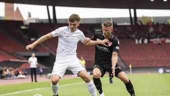 Hielt sich Thun mit etwas Glück vom Leib: der FC Zürich, hier Toni Domgjoni im Duell mit Stefan Glarner