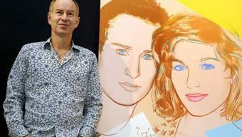 Tennislegende John McEnroe 2008 vor dem Bild, das Andy Warhol von ihm und seiner damaligen Frau Tatum O'Neal malte. Vor Warhols Tod 1987 hielt McEnroe den Maler für mittelmässig. Ausserdem nervte ihn Warhol, weil er auf Partys jedem seine Polaroid-Kamera ins Gesicht streckte. (Archivbild)