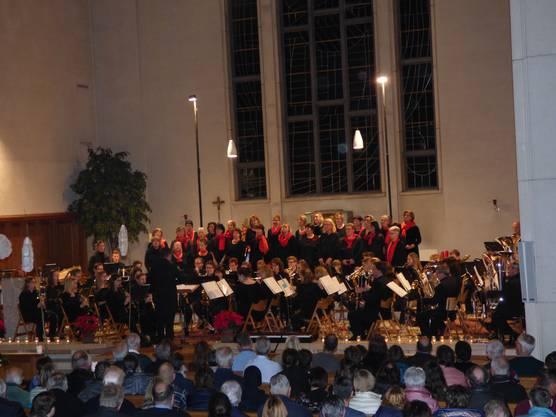 Dass Musik und Gesang viel Gutes bewirken und die Adventszeit versüssen können, wurde hier durch die Zusammenarbeit dieser zwei Fulenbacher Vereine eindrücklich bewiesen.