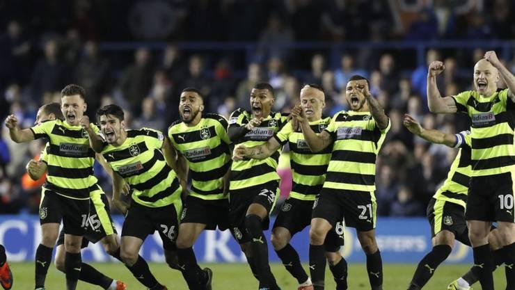 Jubel ohne Grenzen nach dem entscheidenden Penalty von Huddersfield
