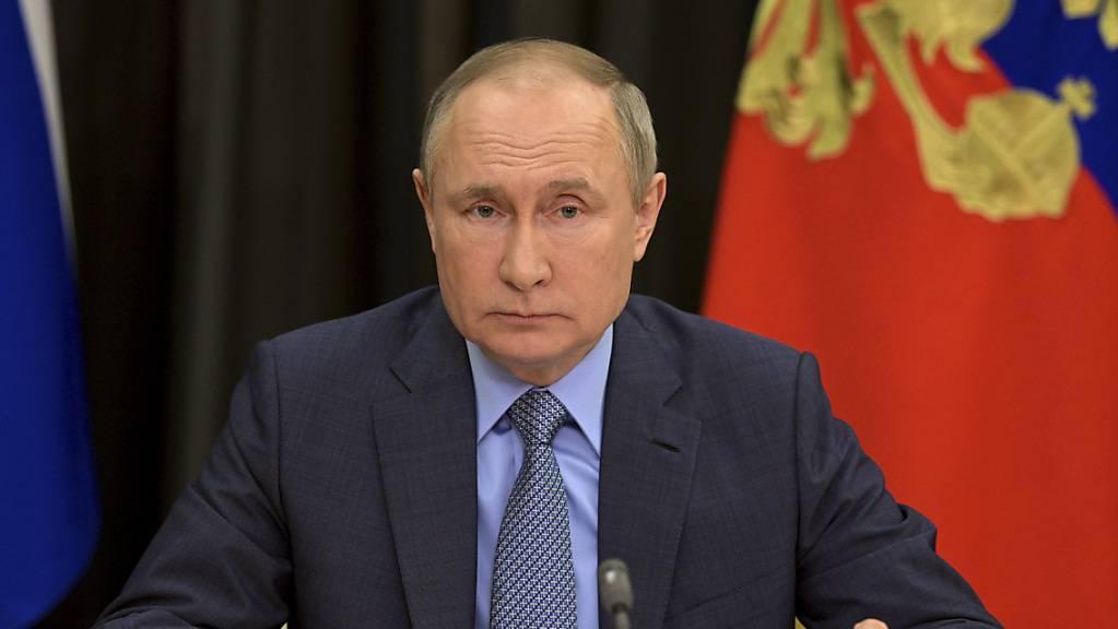 Russlands Präsident Wladimir Putin hat zum 76. Jahrestag des sowjetischen Sieges über Hitler-Deutschland den Schutz nationaler Interessen betont.