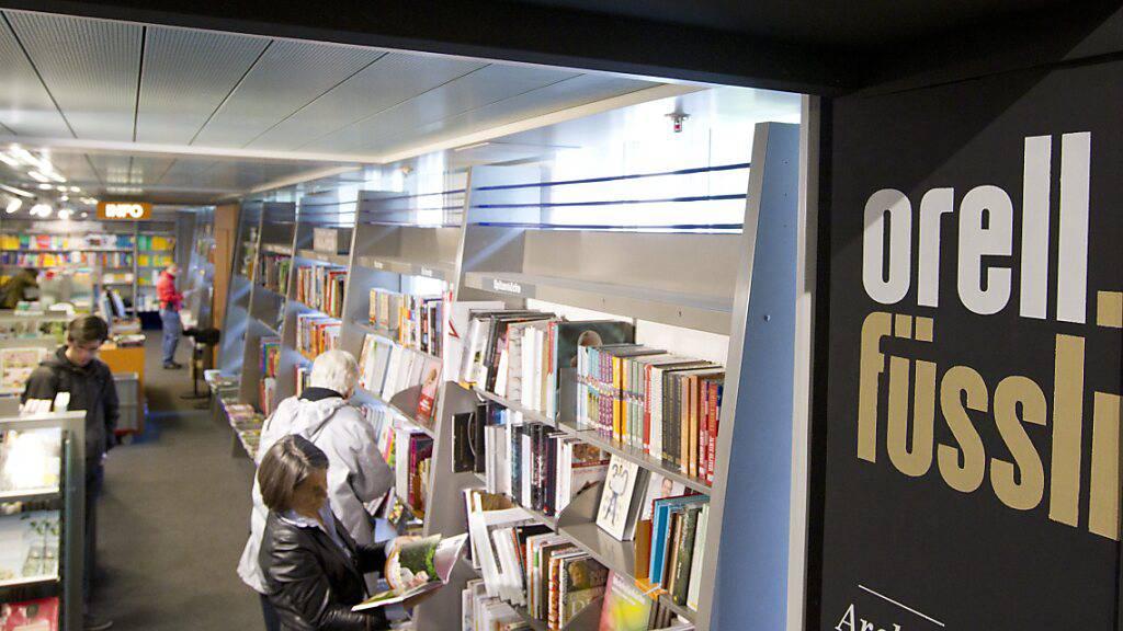 Gelesen wird auch in Pandemie-Zeiten - Orell Füssli hält den Umsatz beim Buchhandel dank Online-Kanälen knapp (Archivbild)