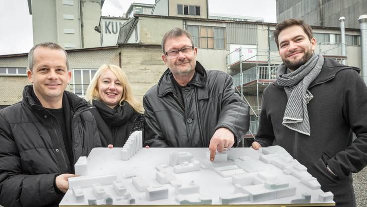 Hier wird das neue KiFF gebaut: Die Initianten Simon Kaufmann (Co-Geschäftsleiter), Gisela Roth (Präsidentin KiFF), Georg Kunath (Immotelli AG) und Oliver Dredge (Co-Geschäftsleitung).
