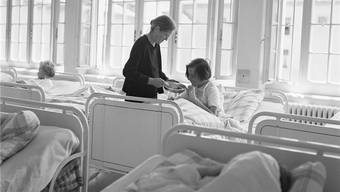 Psychiatrie als Erpressungsmittel: Frauen-Schlafsaal in der damaligen Klinik Waldau.Keystone