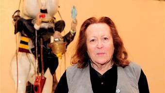Nancy Reddin Kienholz im Museum Tinguely vor dem Werk «The Ozymandias Parade» (1985). Kenneth Nars