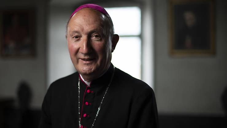 Bischof Peter Bürcher ging am Freitag ins Selbst-Quarantäne.