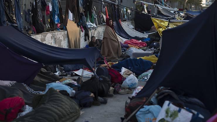 Elende Zustände auf Chios. Wer keine Chance auf Asyl hat, greift zu drastischen Mitteln.