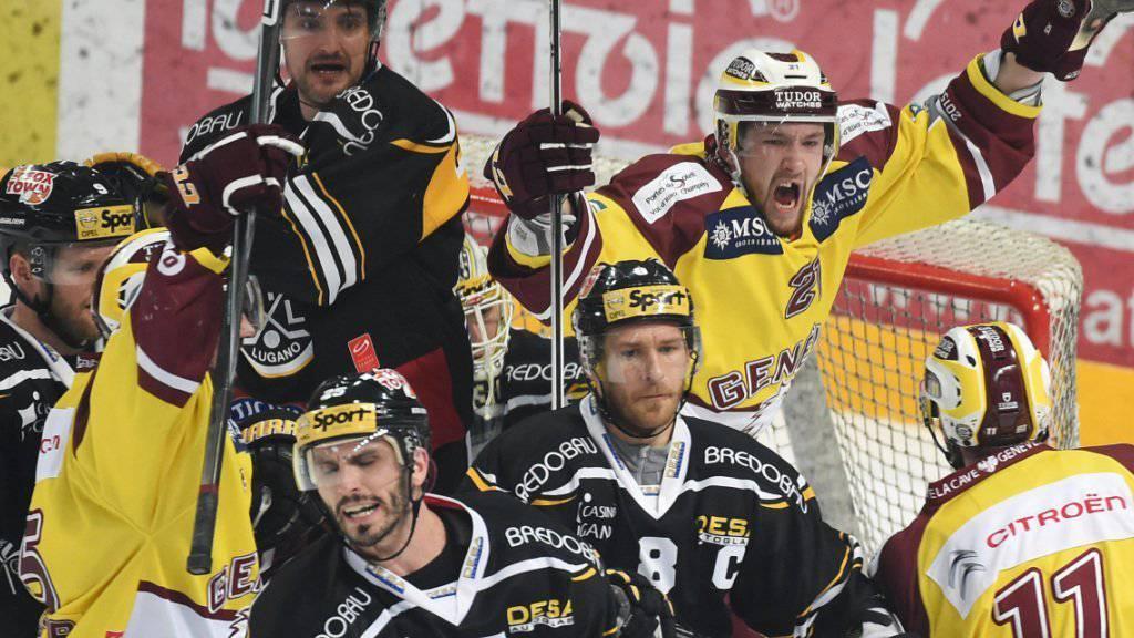 Servettes Tim Traber (rechts) jubelt nach dem 1:1 über den ersten Treffer der Genfer in den Halbfinals